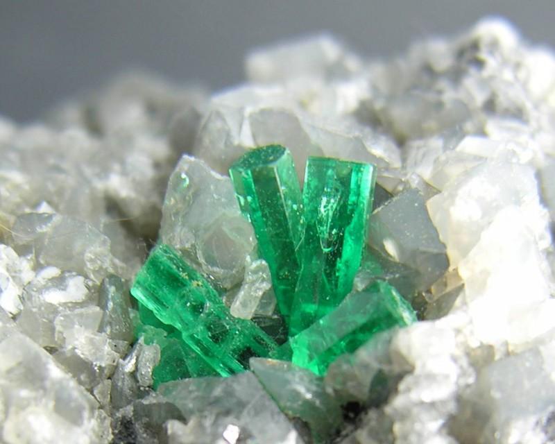Кристаллы изумруда