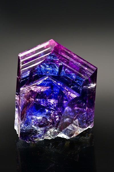 Фото кристалла танзанита