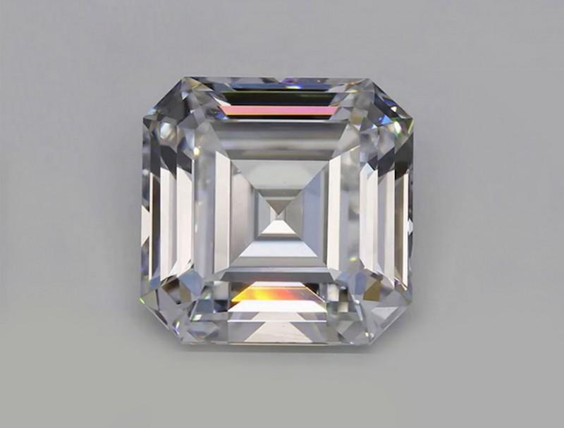 Синтетический бриллиант в 10 карат New Diamond Technology