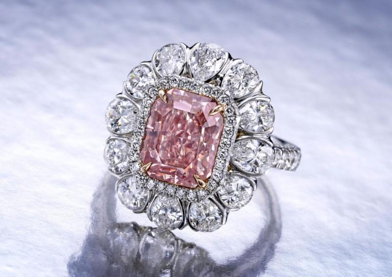 Кольцо с розовым бриллиантом весом 3,56 карата