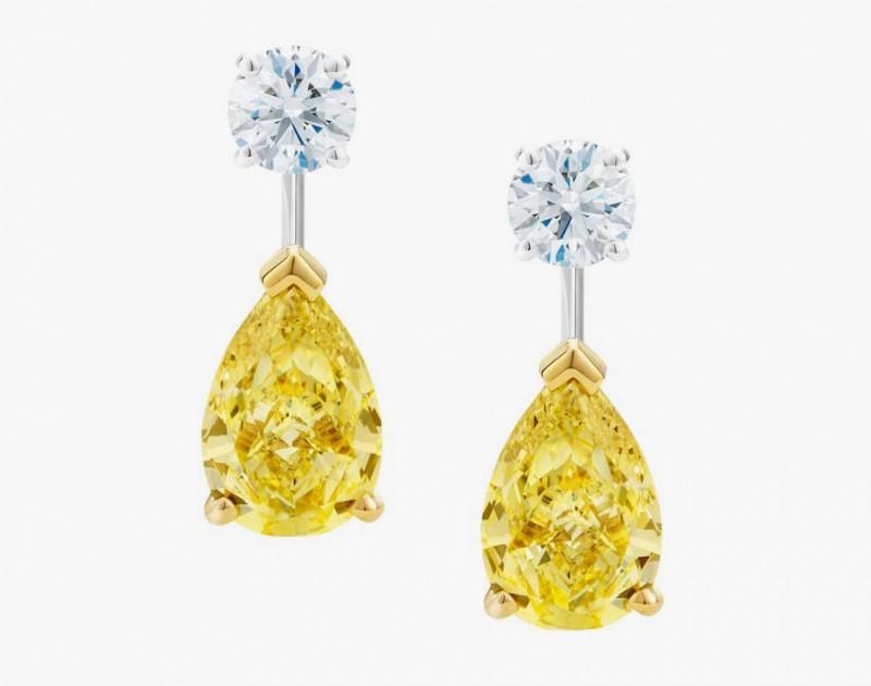 Серьги из коллекции Drops of Light с отстегивающимися грушеобразными желтыми бриллиантовыми подвесками, что позволяет носить отдельно пусеты с круглыми бриллиантами
