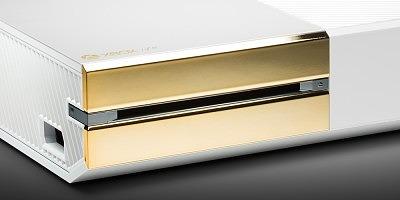 Фото позолоченного Xbox One