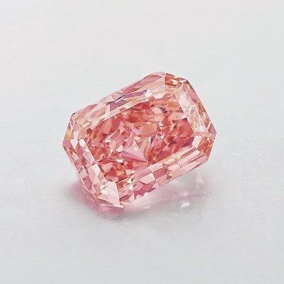 Бриллиант Fancy Vivid Pink, проданный за 10,7 миллиона долларов