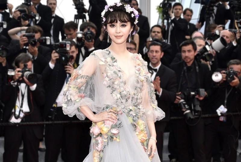 Фань Бинбин в необыкновенном украшенном цветами платье и украшениях от Chopard