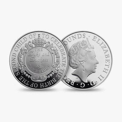 Серебряная монета 5 фунтов стерлингов, выпущенные в честь рождения принцессы Шарлотты