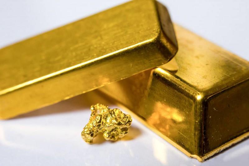 Фото слитков золота и самородка