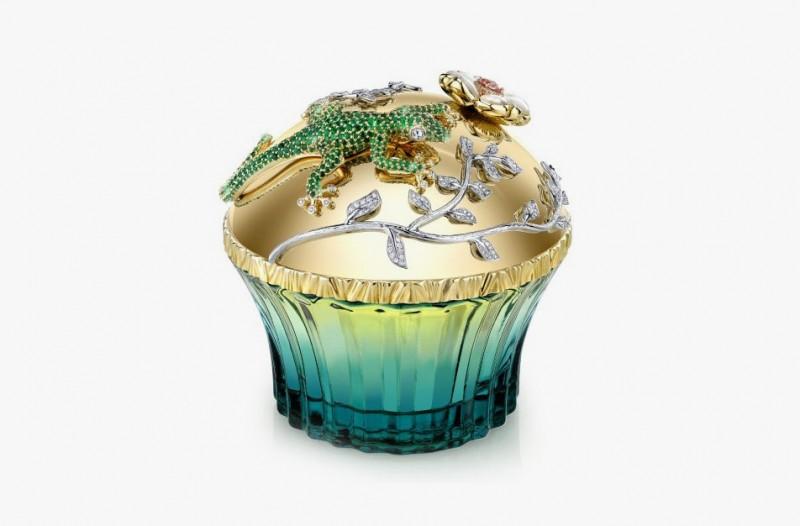 Духи Passion De L'amour от House of Sillage во флаконе с золотой крышкой, украшенной изумрудами, бриллиантами, морганитами и перламутром