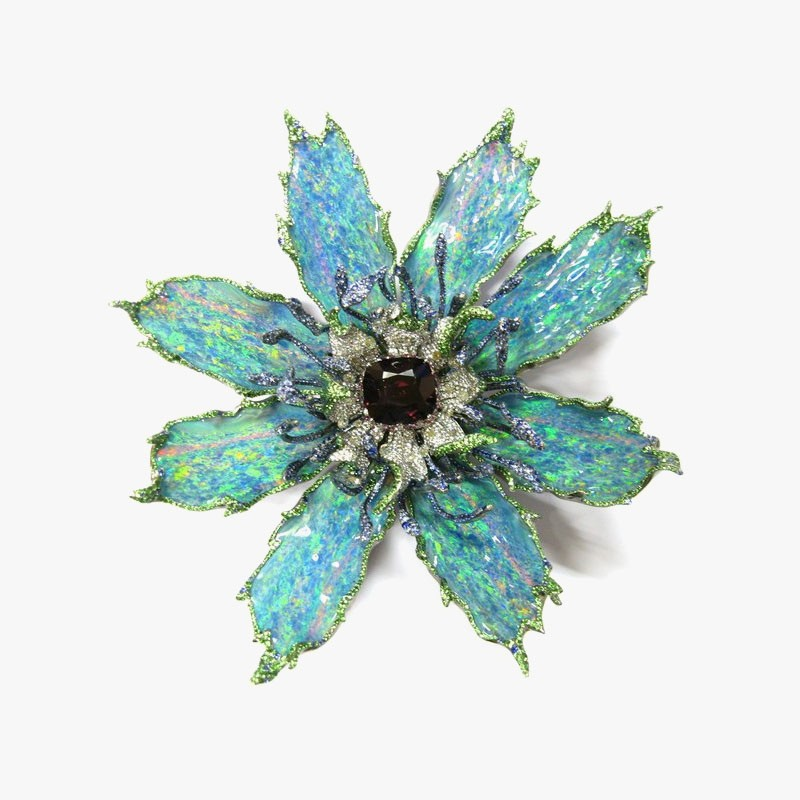 Брошь-цветок от Wallace Chan