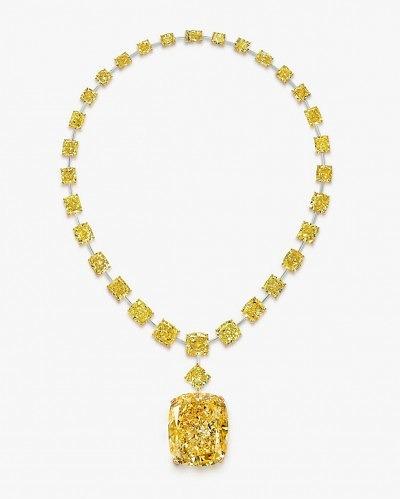 Колье Graff с бриллиантом The Golden Empress в окружении желтых бриллиантов меньшего размера.
