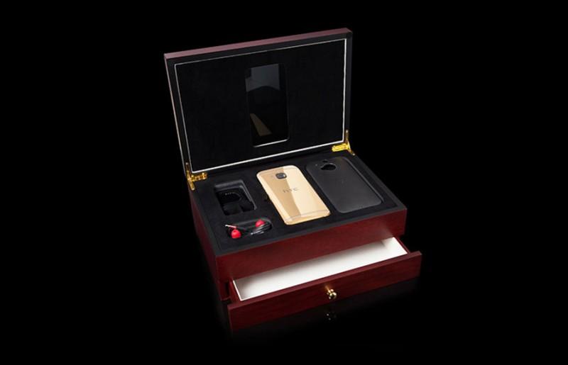 Смартфон HTC One M9 от Goldgenie в коробке из красного дуба