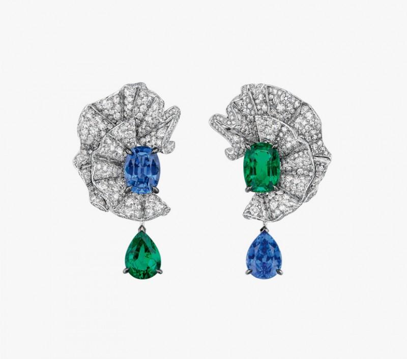 Серьги с сапфирами, изумрудами и бриллиантами из коллекции Soie Dior