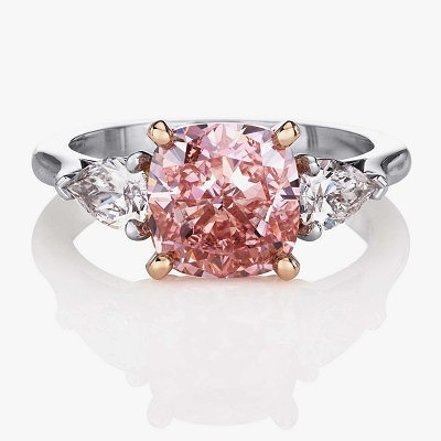 Обручальное кольцо De Beers из коллекции 1888 Master Diamonds с интенсивно-розовым бриллиантом