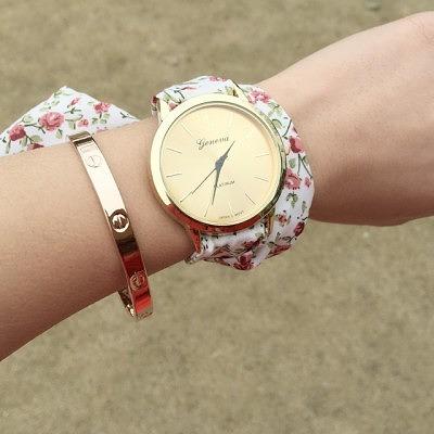 1_тонкий браслет с часами на руке