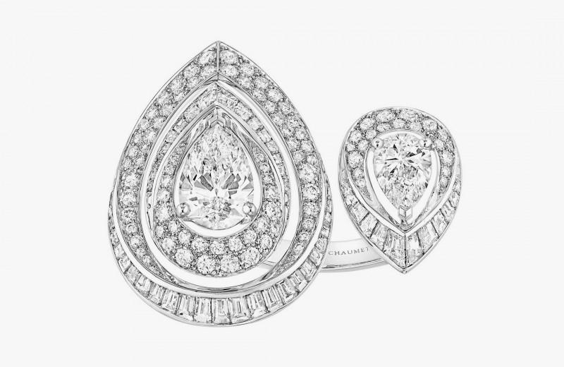 Кольцо Rondes de Nuit с двумя грушевидными бриллиантами в окружении камней классической огранки, а также бриллиантов в огранке «Багет» из коллекции Joséphine от Chaumet