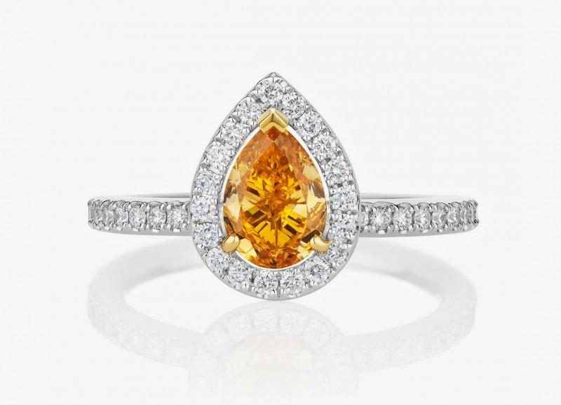 Кольцо с оранжевым грушевидным бриллиантом в окружении бриллиантового паве из коллекции 1888 Master Diamonds