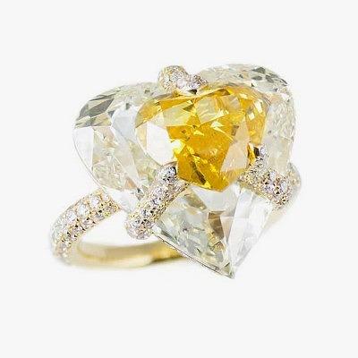 Кольцо с фантазийным ярким оранжево-желтым бриллиантом от Boghossian из колллекции Kissing Diamonds