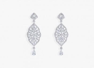 Серьги из белого золота с бриллиантами разной формы огранки