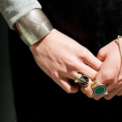 6_браслет одетый поверх рукава