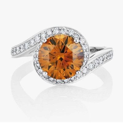 Кольцо De Beers с фантазийным насыщенным коричневато-оранжевым бриллиантом и паве из бесцветных бриллиантов