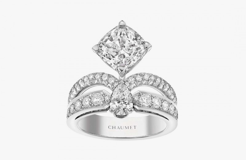 Кольцо Eclat Florale с бриллиантами огранки «Кушон», классической и грушевидной из коллекции Joséphine от Chaumet