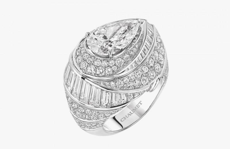 Кольцо Rondes de Nuit с бриллиантами классической и грушевидной огранки, а также в огранке «Багет» из коллекции Joséphine от Chaumet