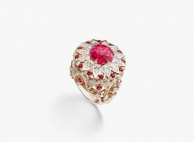 Кольцо из розового золота с красной шпинелью и бриллиантами