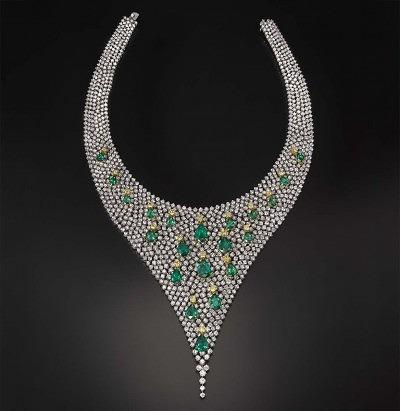 Колье Butani с бриллиантами и изумрудами