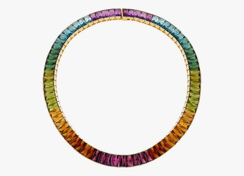 Колье от H. Stern с аметистами, топазами, турмалинами, перидотами, цитринами и гранатами в оправе из 18-каратного золота. Общий вес драгоценных камней составляет 99,45 карата