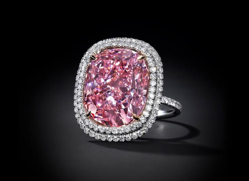 Розовый бриллиант-«кушон» весом 16,08 карата