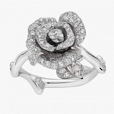 Кольцо из белого золота с розой, усыпанной бриллиантами из коллекции Rose Dior Bagatelle
