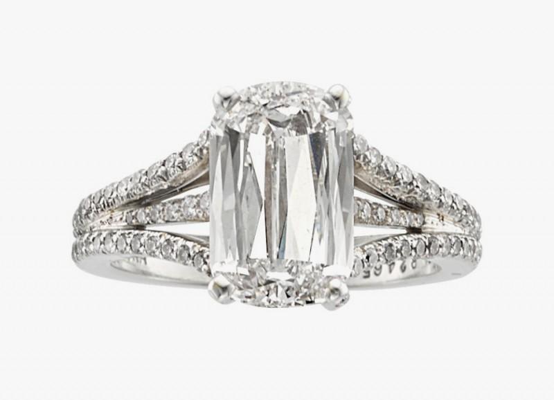 Платиновое кольцо от William Goldberg с бриллиантами, в том числе центральным камнем в огранке «Ашока»