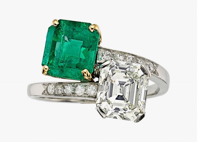 Кольцо от Cartier с бриллиантами и изумрудами в оправе из платины и белого золота