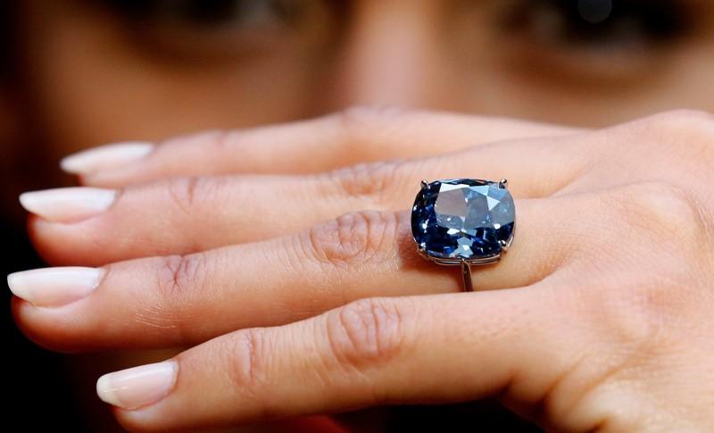 Стоимость голубого бриллианта Blue Moon может составить 55 миллионов долларов