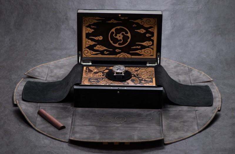 Хронометр Kennin-ji Temple Masters в коробке, оформленной в одном стиле с часами