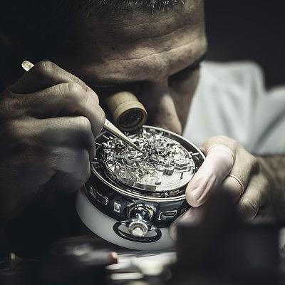 Мастер Vacheron Constantin в процессе работы над самыми сложными в мире часами Ref. 57260