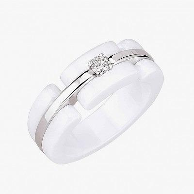 Помолвочное кольцо из белого золота и керамики с бриллиантом из коллекции Ultra от Chanel