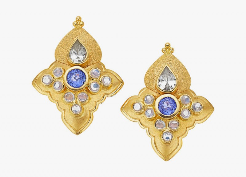 Серьги от Paula Crevoshay с сапфирами и лунным камнем в 18-каратном золоте