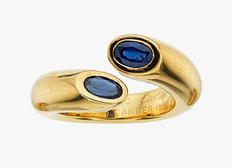 Золотое кольцо с двумя овальными сапфирами от Cartier