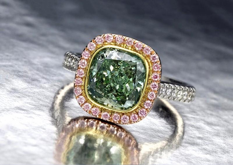 Кольцо с зеленым бриллиантом от Golkonda