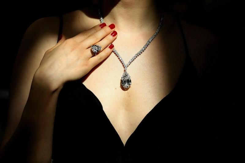 Бриллианты идеально подходят для вечернего выхода в свет. Фото jems.bz