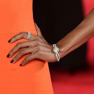 Наоми Харрис на премьере фильма «007: Спектр» в украшениях от Harry Winston и часах Omega