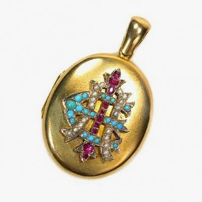 Золотая подвеска времен викторианской эпохи с рубинами, сапфирами и жемчугом, украшающими аббревиатуру AEI — Amity, Eternity, Infinity