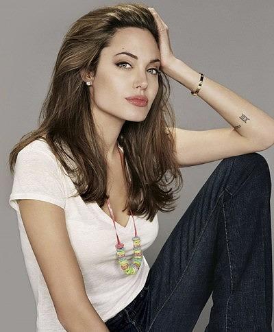 Анджелина Джоли в браслете Cartier Love