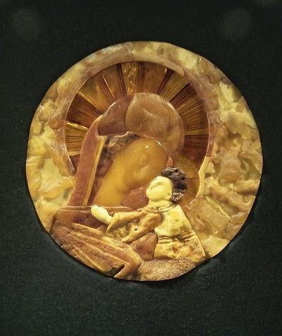 Янтарная икона «Богоматерь Умиление»