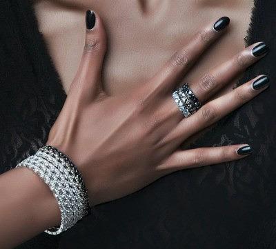 Браслет с бриллиантами следует носить на правой руке (Украшения Garavelli)