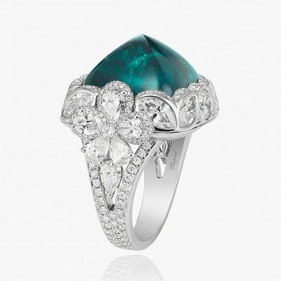 Кольцо из белого золота с изумрудом и бриллиантами от Chopard