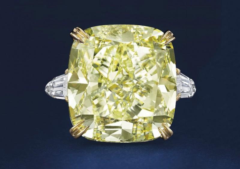 Платиновое кольцо с желтым бриллиантом весом 34,12 карата