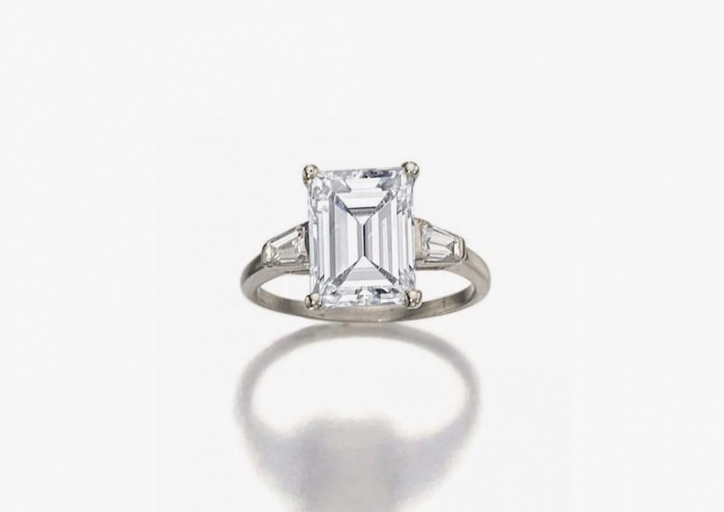Платиновое кольцо с прямоугольным бриллиантом 4,01 карата