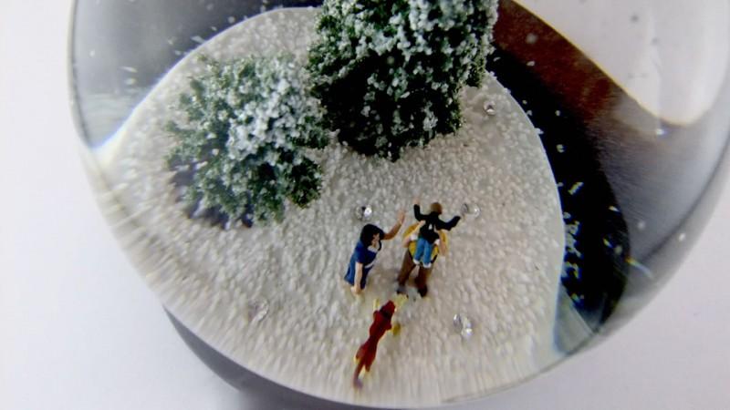 Рождественский шар с бриллиантовыми «снежинками»