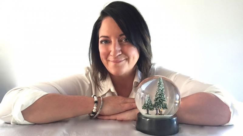 Лия Эндрюс, создательница необыкновенных рождественских шаров